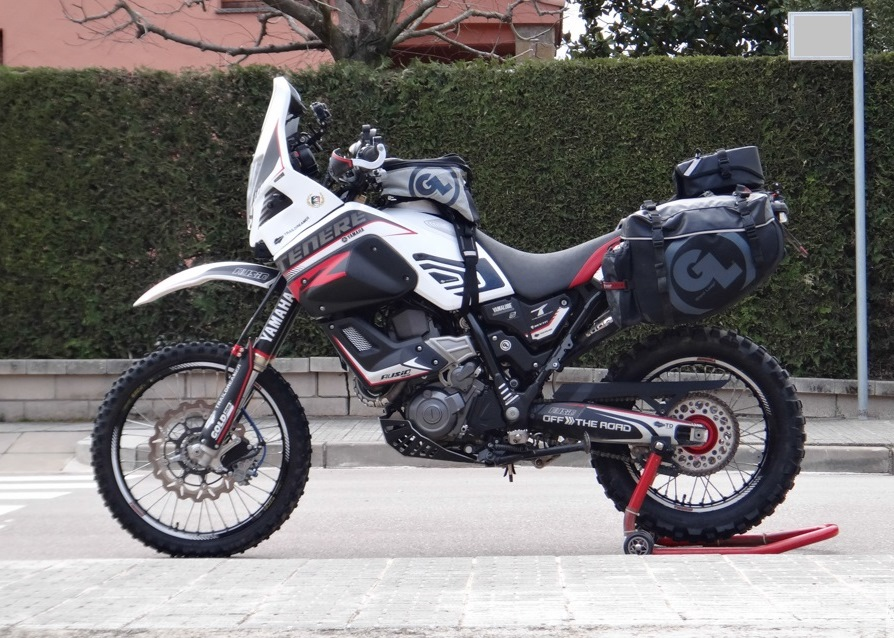 Yamaha XT660 Tenere prepared for Morocco with Fandango PRO Tank Bag, Siskiyou Panniers (supported with small, custom metal brackets) and the new Klamath Tail Rack Pack secured to the Panniers with Pronghorn Straps.