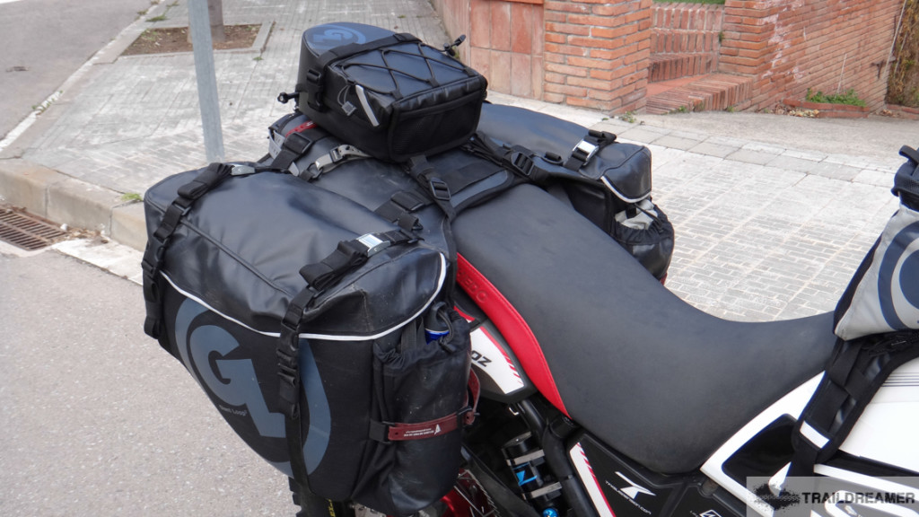 Tight and tidy! Klamath Tail Rack Pack mounted directly to Siskiyou Panniers with Pronghorn Straps.